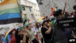 Split Pride u duginim bojama