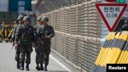 Южнокорейские военные в демилитаризованной зоне. Иллюстративное фото.