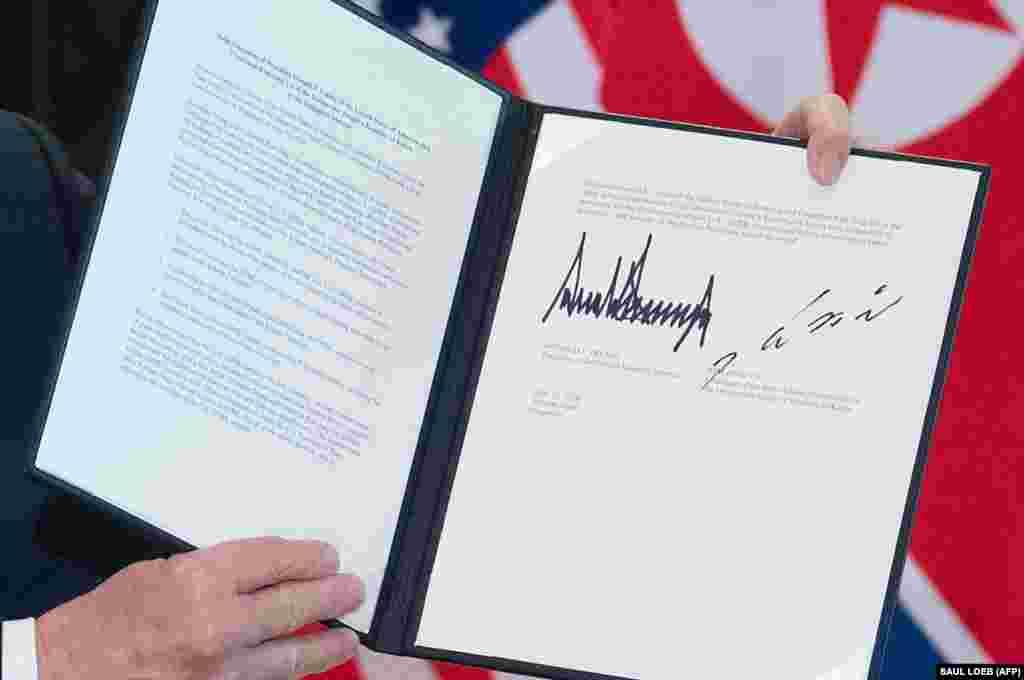 Згодом стало відомо, що підписані документи - це рамкова угода, на основі якої будуть вибудовуватися подальші взаємини Пхеньяна і Вашингтона.