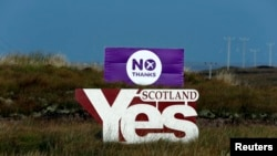 "U.K. -- Placards showing 'Yes"" and ""No"" are displayed on moorland on the Isle of Lewis, in the Outer Hebrides of Scotland, September 14, 2014"