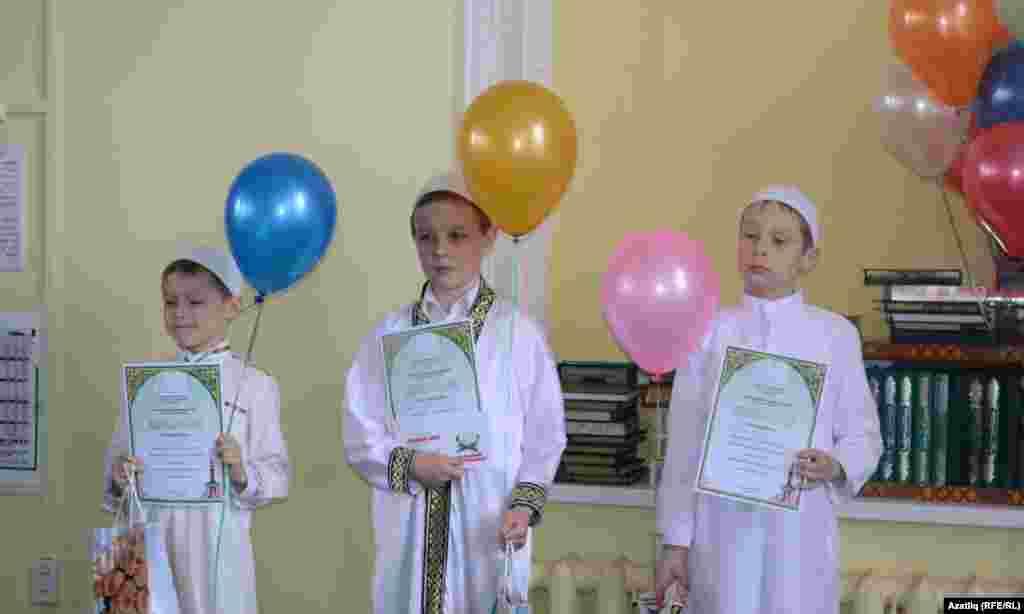 10 яшькә кадәр җиңүчеләр Хәниф Гарипов (с), Ильяс Кәримов, Йосыф Гарипов