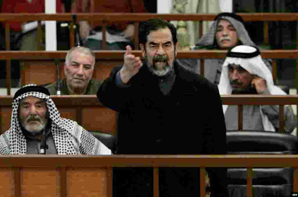 صدام حسین در دادگاهی که از سوی دولت انتقالی عراق تشکیل شد، به اتهام جنایت علیه بشر محاکمه و در پنجم نوامبر سال ۲۰۰۶ به مجازات مرگ با چوبه دار محکوم شد.