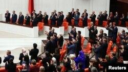 Türkiyə parlamenti (Foto arxivdəndir)