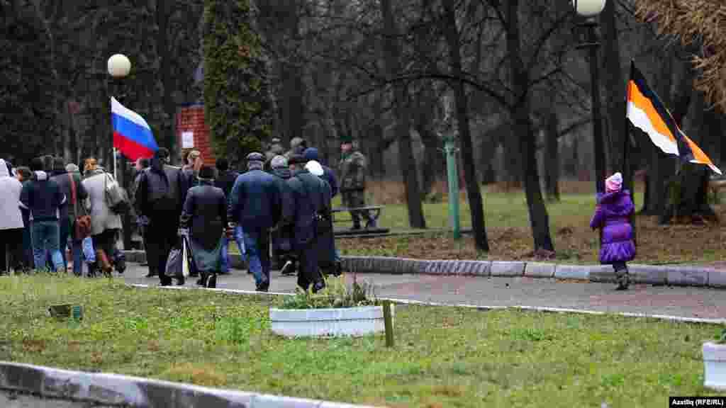"""Крылья Советов"" паркында урыс маршы"