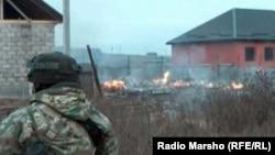8 апреля, на рассвете, специальные подразделения федеральных силовых структур блокировали один из кварталов селения Долаково