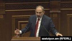 Премьер-министр Армении Никол Пашинян в парламенте, Ереван, 19 июня 2019 г.