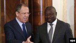 لاسینا زربو (راست) در کنار سرگئی لاوروف وزیر خارجه روسیه