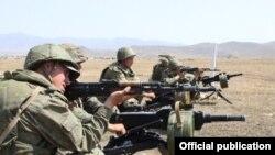 Pamje nga një stërvitje e pjesëtarëve të ushtrisë ruse
