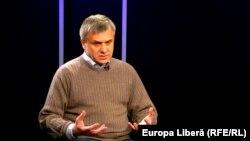 Moldova, Igor Boțan, political commentator