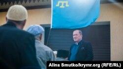 Ільмі Умеров біля свого будинку в Бахчисараї, 12 травня 2017 року