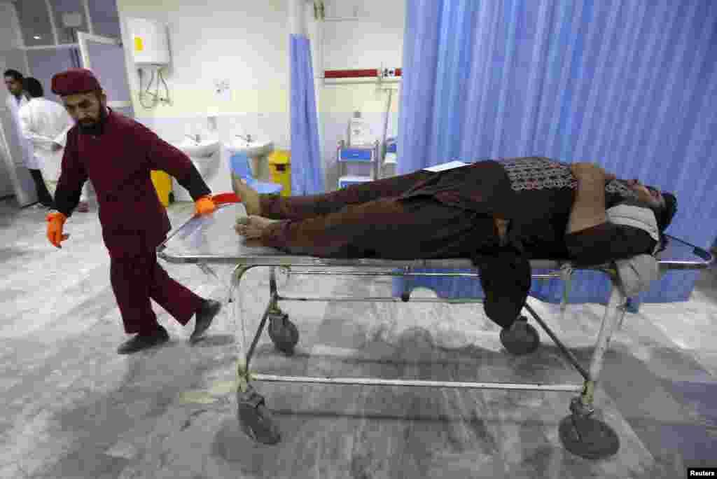 329 человек получили ранения. Министерство здравоохранения Афганистана подтвердило информацию о семи погибших, сотрудники полиции сообщают о 28