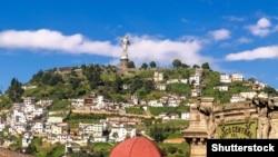 45-метрова скульптура Богоматері – Діви Марії – на пагорбі у столиці Еквадору – Кіто. Була створена в 1976 році