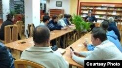 Сергей Щербаков ведет Клуб любителей истории и культуры Чувашии в Национальной библиотеке республики