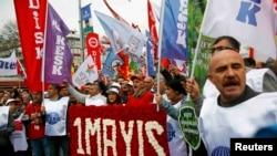 2015 жылы мамырда Стамбулда өткен наразылық акциясына қатысушылар. (Көрнекі сурет.)