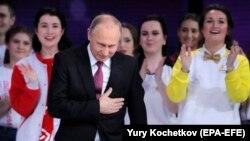 Владимир Путина на форуме добровольцев