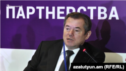 Armenia - Sergey Glazyev, an adviser to Russian President Vladimir Putin, speaks at a conference in Yerevan, 14Oct2016