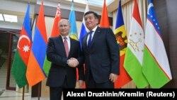 Ռուսաստանի նախագահ Վլադիմիր Պուտինն ու Ղրղըզստանի նախագահ Սոորոնբայ Ժեենբեկովը Մոսկվայում, արխիվ