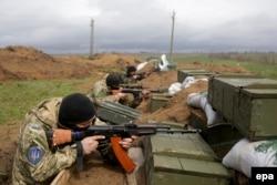 Позиція українських військових у селищі Широкині, що поблизу Маріуполя. 21 квітня 2015 року