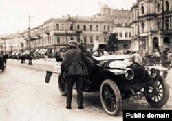 Немецкий патруль на Думской площади (теперь Майдан Незалежности), лето 1918 года