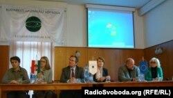 На зустрічі у Будапештській школі бізнесу, 31 березня 2014 року