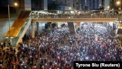 Нічні протести у Гонконгу у 10 фото