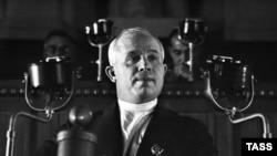 Молодой Хрущев выступает на Съезде советов в декабре 1936 года