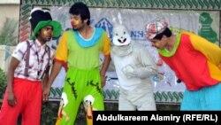 مشهد من مسرحية لفرقة بسمة طفل في البصرة