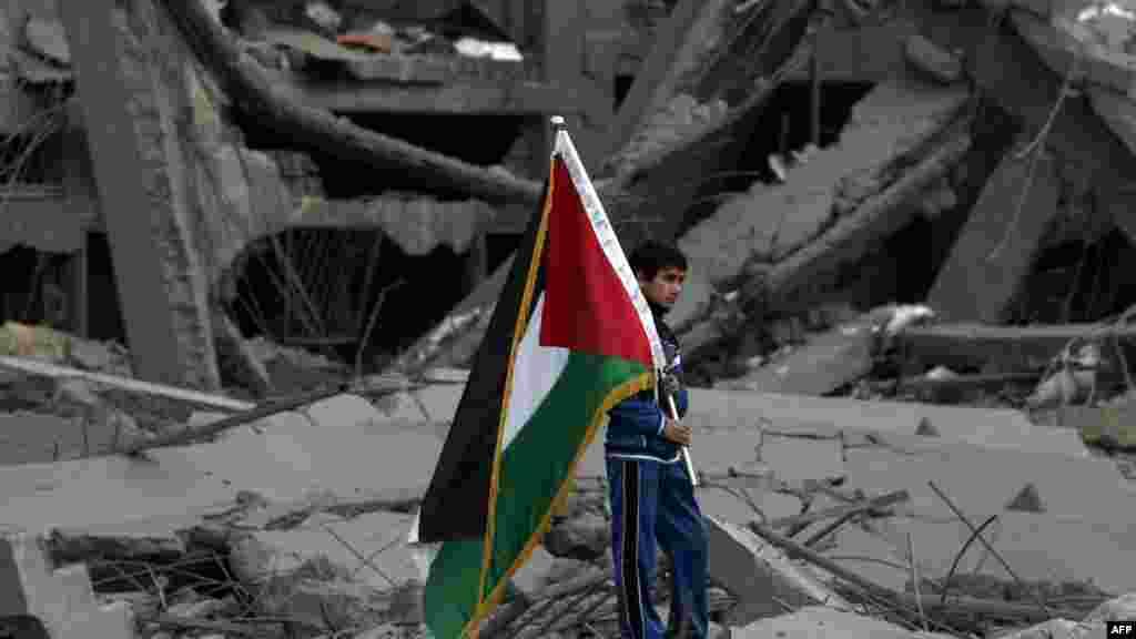 Palestina - Uništen sportski stadion u Gazi, 22. novembar 2012. Foto: AFP / Mahmud Hams
