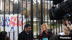 Armenia - Journalists picket the parliament building in Yerevan to protest against a notorious pro-government deputy, 23Feb2016.