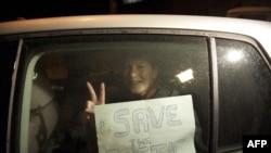 """Бразильская активистка """"Гринпис"""" Ана Паула Масьель после освобождения из СИЗО"""