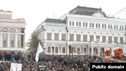 Ирек мәйданына җыелган балыкчылар. 26 март 2011 ел.