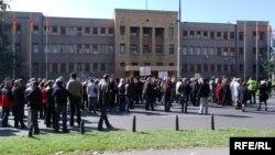 Протест на работници пред Собранието на Македонија, 2009-та.