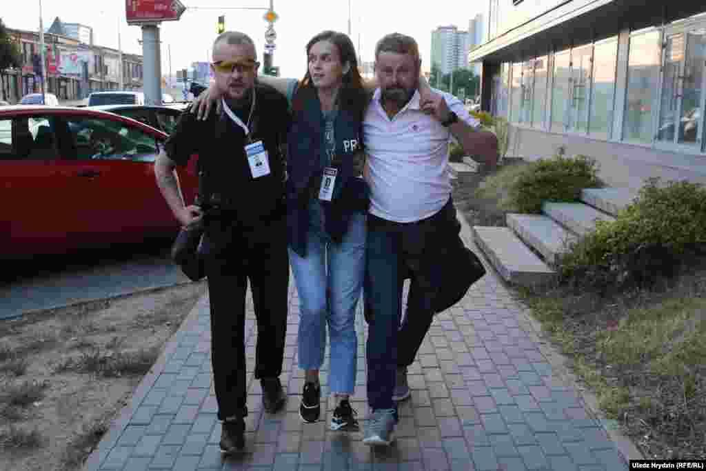 У Мінську була поранена гумовою кулею журналістка видання «Наша нива».Протестувальники перегородили дорогу біля супермаркету «Корона» в столиці. По них відкрили вогонь, поранення отримала журналістка Наталія Лубневська, яка висвітлювала протести в Мінську.Про це повідомили саме видання та Білоруська служба Радіо Свобода