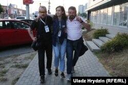 A lábon lőtt Natalja Lubnyevszkaja újságírónőt mentik augusztus 10-én. A nőt azóta is kórházban kezelik.