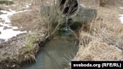 Ліўневая вада сьцякае проста ў Дубравенку