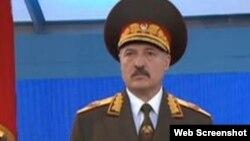 Аляксандар Лукашэнка ў вайсковай форме