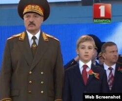 Аляксандар Лукашэнка на парадзе, архіўнае фота