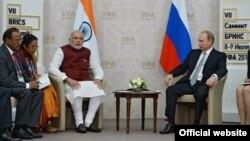 Владимир Путин Һиндстан вәкилләре белән сөйләшә