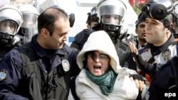 Суу самитинин сыртындагы демонстрациядагы кагылыш, 16-март, 2009-ж.