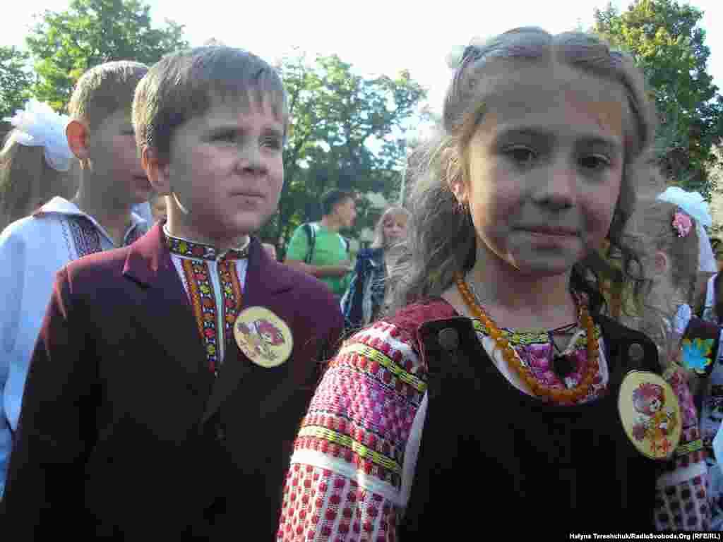 Першокласники львівської школи № 49 в національному вбранні