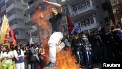 Күрддөрдүн Ноорузду утурлаган демонстрациясы борбор Анкарада да болду. 18-март, 2012-жыл.