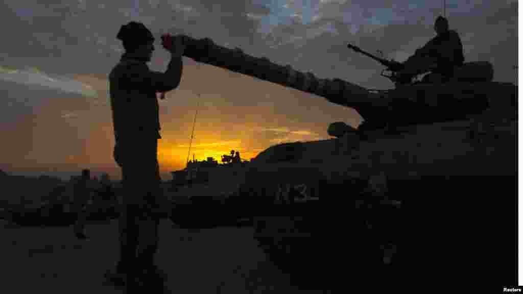 Izrael - Izraelske snage na području izvan Gaze, 22.novembar 2012. Foto: REUTERS / Ronen Zvulun