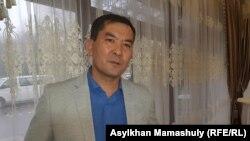 Писатель Ырысбек Дабей, автор романа «Қоңыз» о Жанаозенских событиях 2011 года. Алматы, 14 декабря 2019 года.