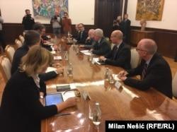 """Evropskoj uniji, koja je zaokupljena sa mnoštvo unutrašnjih izazova, sada se """"obija o glavu"""" dugogodišnja strategija igranja na kartu jakih lidera na Balkanu (Vučić sa ambasadorima EU i Kvinte)"""