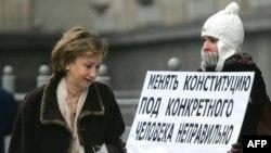 Мгновенное одобрение Госдумой поправок, увеличивающих срок президентского правления, шокировало россиян