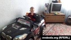 Малодшы сын Равенкаў — Міша, яму два гады