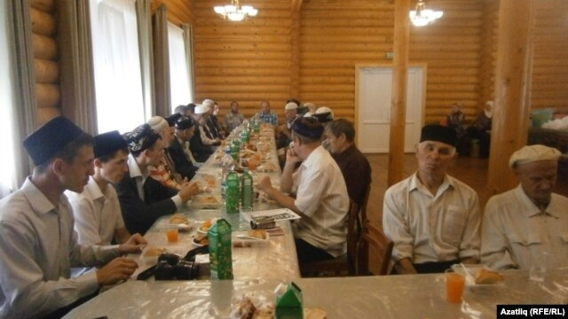 Tatarstan -- Tatar activists meeting on Uraza bayram day in Chelny, 30Jul2014