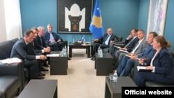 Ilustrim - Udhëheqës të partive në pushtet në Kosovë, PDK-së dhe LDK-së
