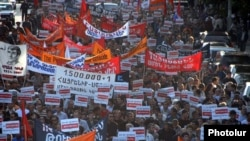 Armenia -- Thousands of people march in Yerevan in protest against controversial Turkish-Armenian agreements.