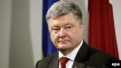 Президент Петро Порошенко висловив упевненість у тому, що через декілька тижнів Рада ЄС затвердить рішення про надання Україні безвізового режиму